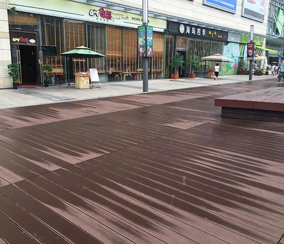 深圳星河coco city休闲平台塑木