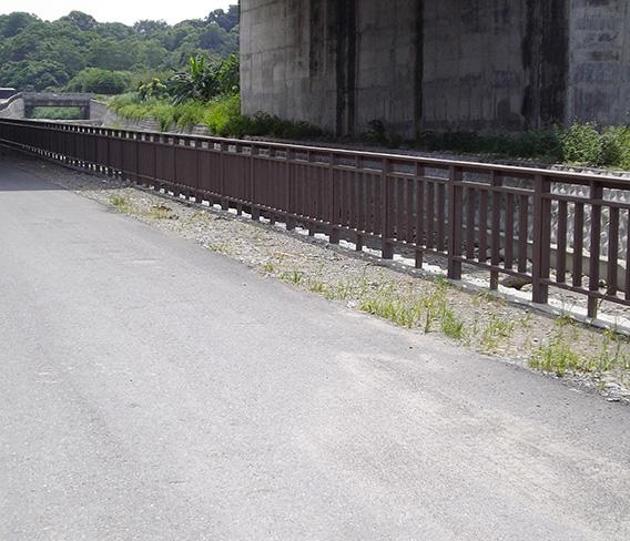 台湾市政道路纳米木护栏